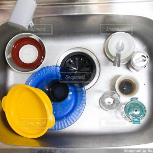 シンクに放置された洗い物の写真素材