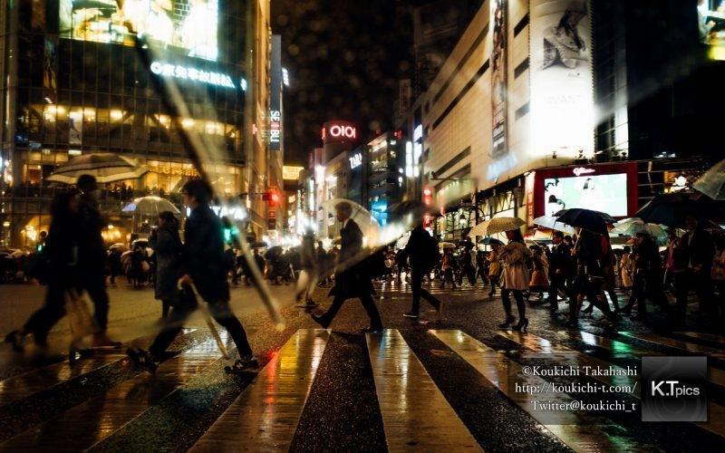 インスタグラム @Loves_Umbrella に雨の渋谷スクランブル交差点の写真をフィーチャーして頂きました!My Shibuya rainy night pic was featured @Loves_Umbrella on Instagram
