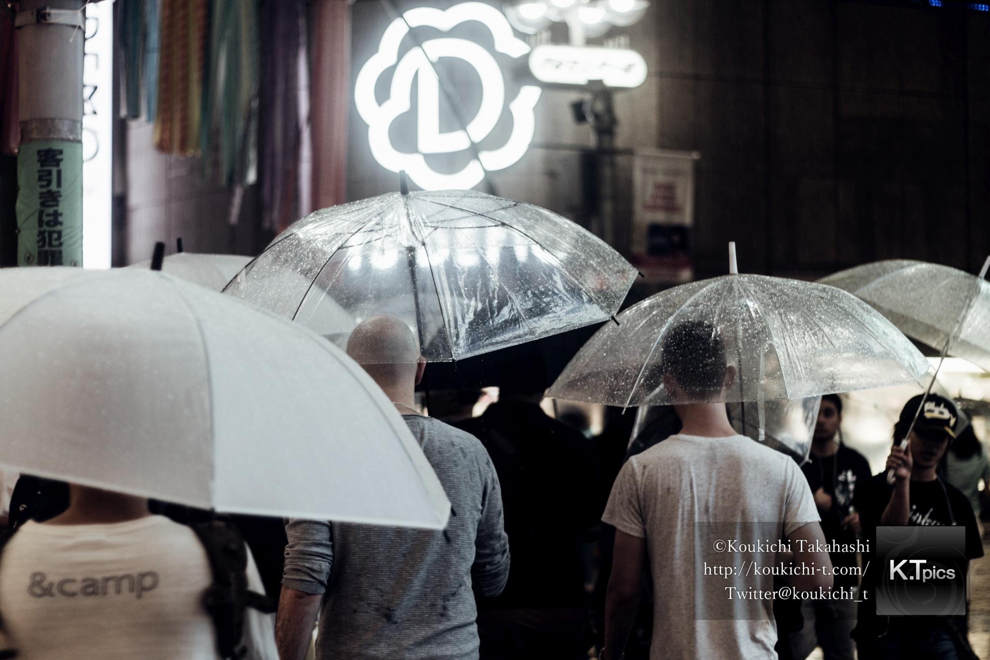インスタグラムに雨の渋谷センター街の写真をアップ!