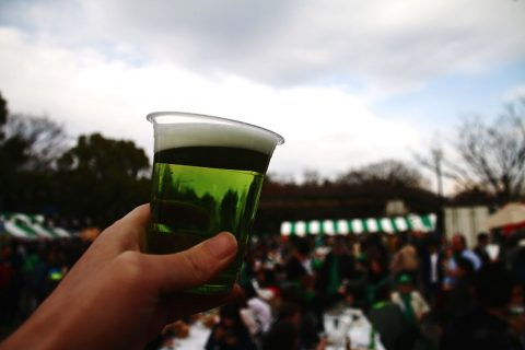 "EyeEmマーケットで「グリーンビールで乾杯」写真が売れました!I just sold photo ""holding green beer at  St Patrick's Day"" on EyeEm Market!"