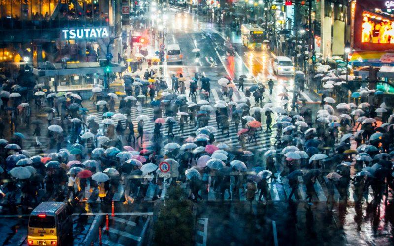 英1843 magazinに写真を掲載して頂きました!雨の渋谷スクランブル交差点。JNTO/VisitJapanJP/東京カメラ部