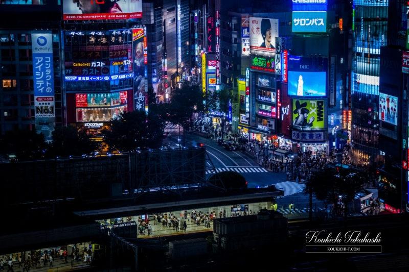 EyeEm Marketで最近売れた写真。ヒカリエから撮影した夜の渋谷駅&スクランブル交差点、未来感漂うエスカレーター、雨のスクランブル交差点の歩行者たち。海外ストックフォトEyeEm販売履歴