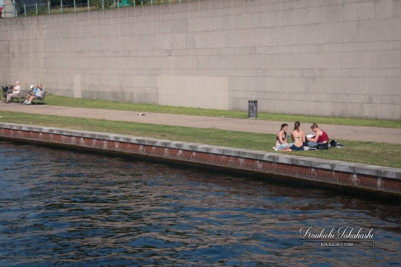 Adobe Lightroomフィルム風ヴィンテージ風レタッチ現像事例・サンプル・作例 ドイツ ベルリン 夏のシュプレー川.jpg