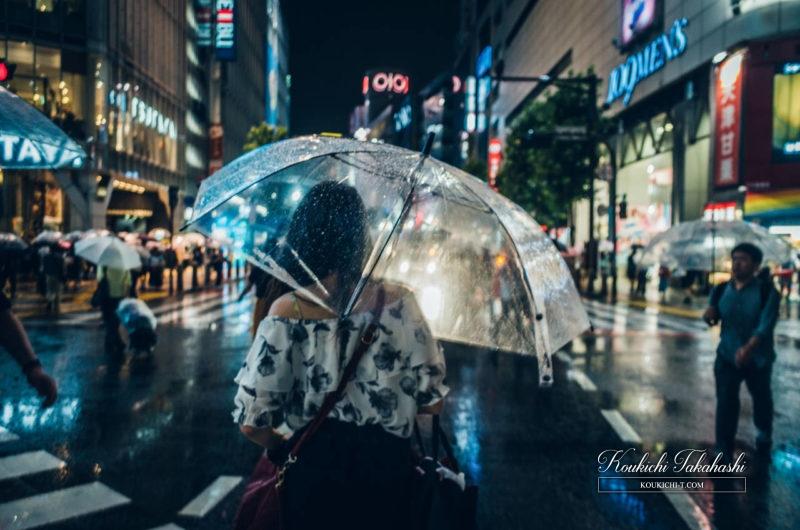 Adobe Lightroomフィルム風ヴィンテージ風レタッチ現像事例・サンプル・作例 渋谷のフォトグラファー 雨の渋谷女性