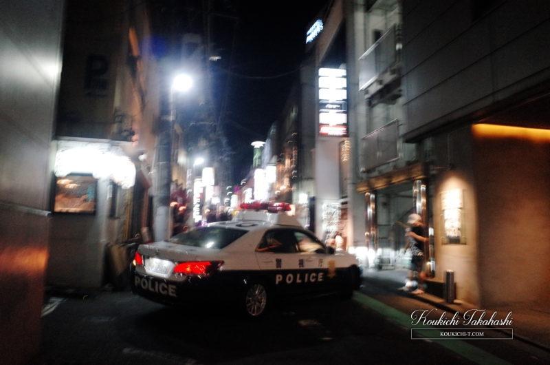 RICOH GR 作例 ポジフィルム調 エフェクト フォトグラファー 渋谷クラブ街 パトカー
